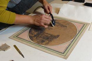 Marine Letouzey, restauratrice d'arts graphiques