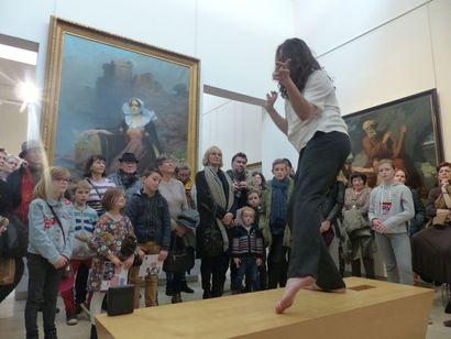 Performance « Danse les images et danse ta vie. » par Damien Rouxel